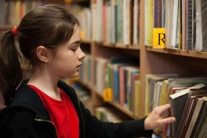 girl-library